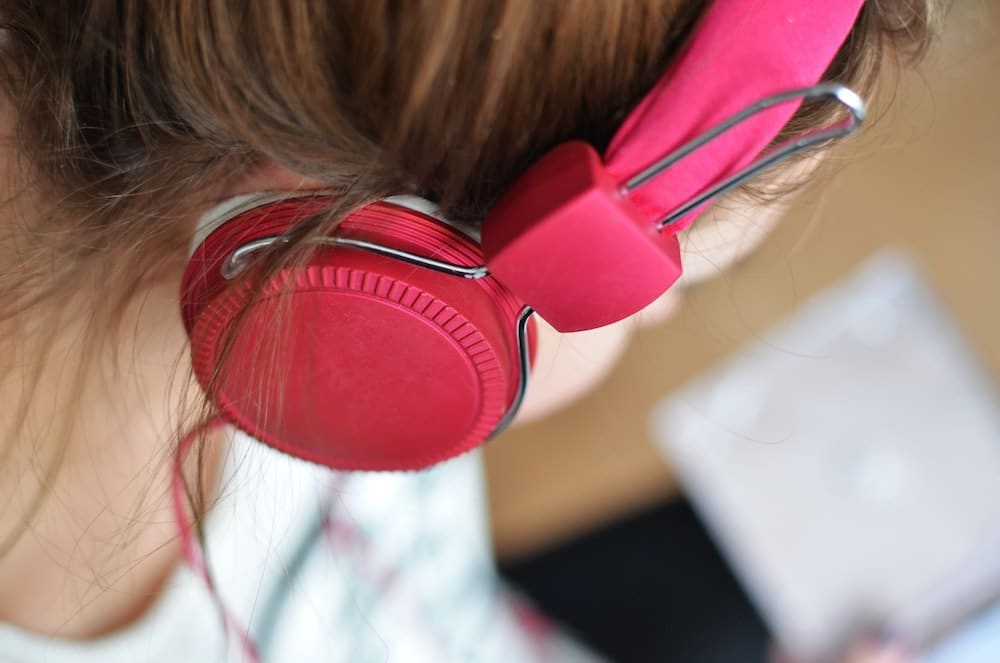 girl with pink headphones